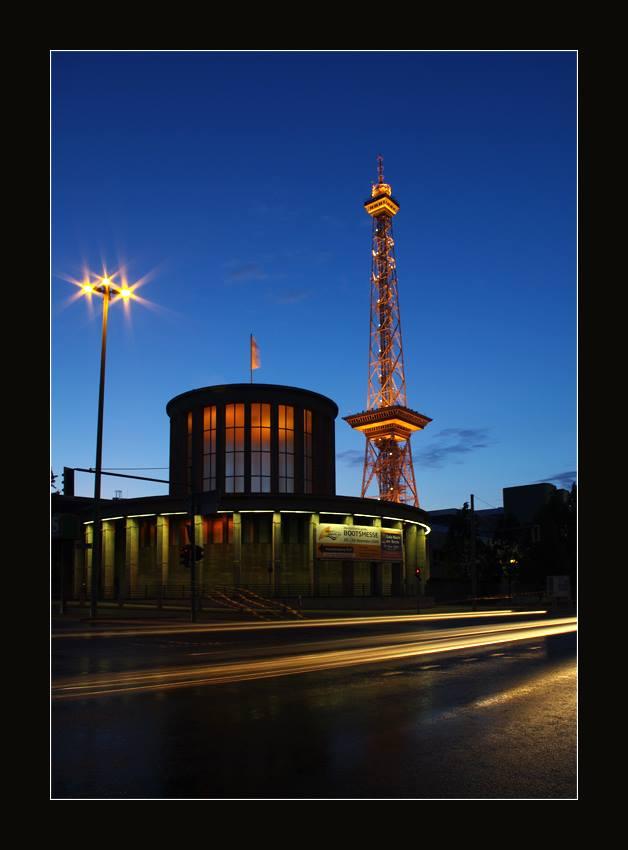 Foto: L-T Rehbach. Der Lange Lulatsch ist in Wirklichkeit auch ganz prosaisch der Fernsehturm.