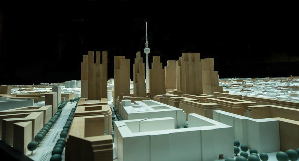 Stadtmodell Planwerk Innenstadt Berlin: Blick auf den Alex mit noch ungebauten Hochhäusern.