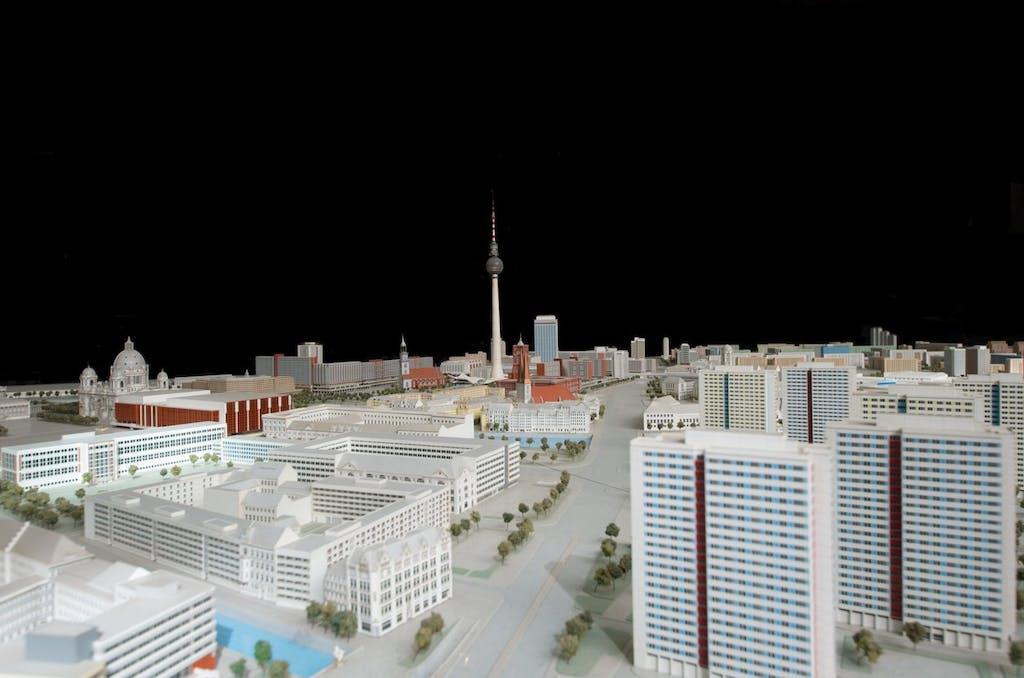 """DDR-Planungsmodell """"Zentraumsansicht Ost-Berlin"""" mit Blick auf den Alex."""