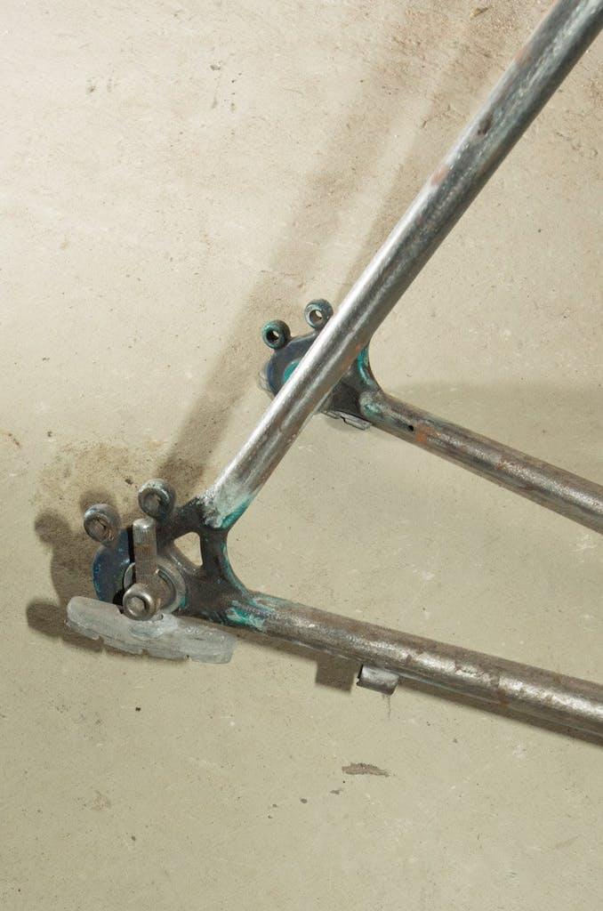 Und damit das Parkett nicht so zerkratzt schraubt man einfach noch ein paar Bremsklötze an die Ausfallenden.