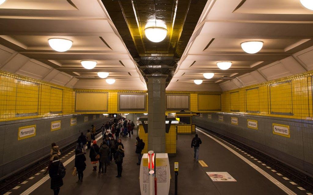 Berlins schönste U-Bahnhöfe: Großzügige Bahnsteigshalle im Bahnhof Hermannplatz.