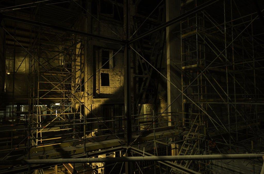 Gitterwerk auf der Staatsoper-Baustelle