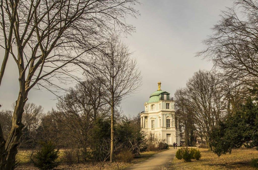 schlosspark-charlottenburg-teehaus-belvedere