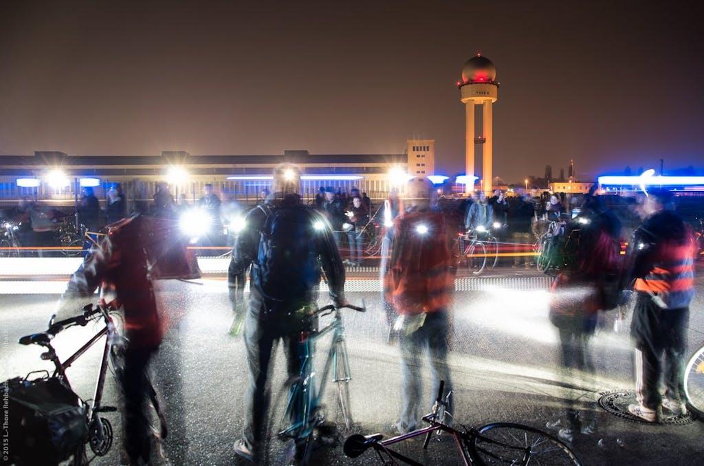 Wir feuern zum Abschluss auf dem Feld Strasser beim Weltrekord-Versuch an. Bild L.T. Rehbach