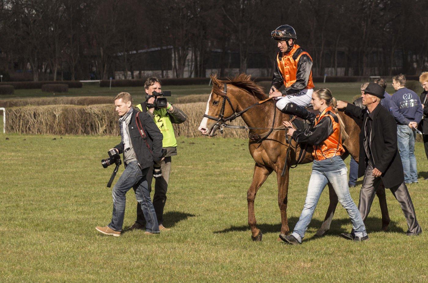 berlin-hoppegarten-Pferderennen-Ostern-2015-7146