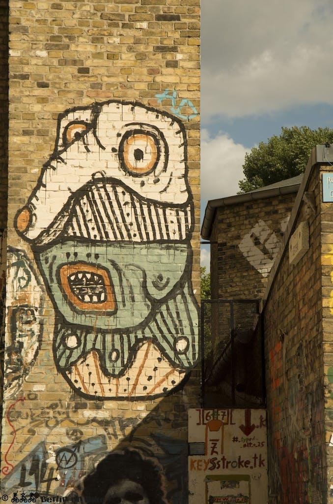 Streetart an einer Rückwand des Bethanien am Kreuzberger Mariannenplatz