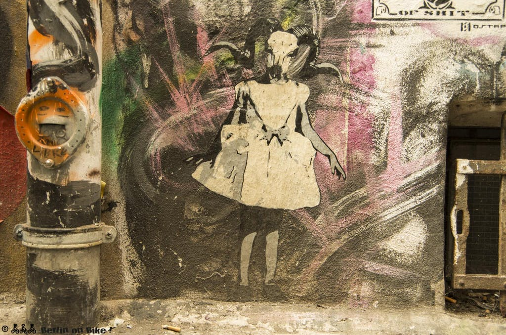 street-art-berlin-haus-schwarzenberg-2015-9155