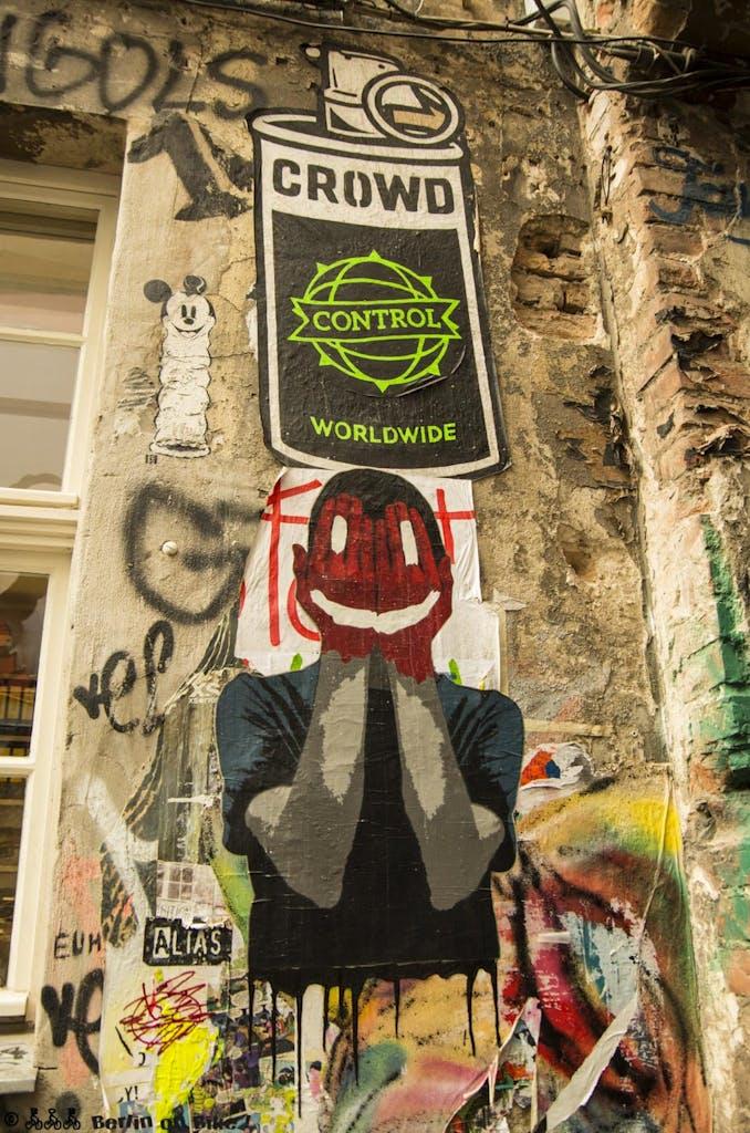 street-art-berlin-haus-schwarzenberg-2015-9157