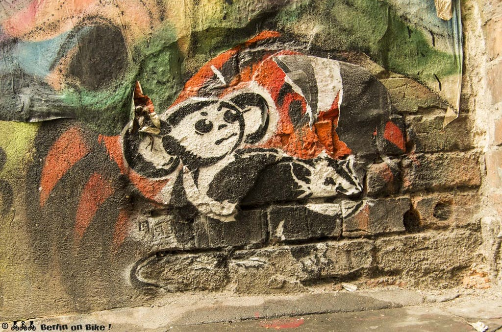 street-art-berlin-haus-schwarzenberg-2015-9158