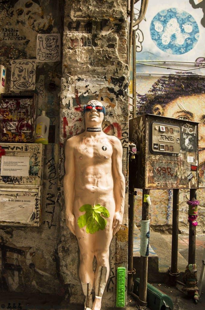 street-art-berlin-haus-schwarzenberg-2015-9159
