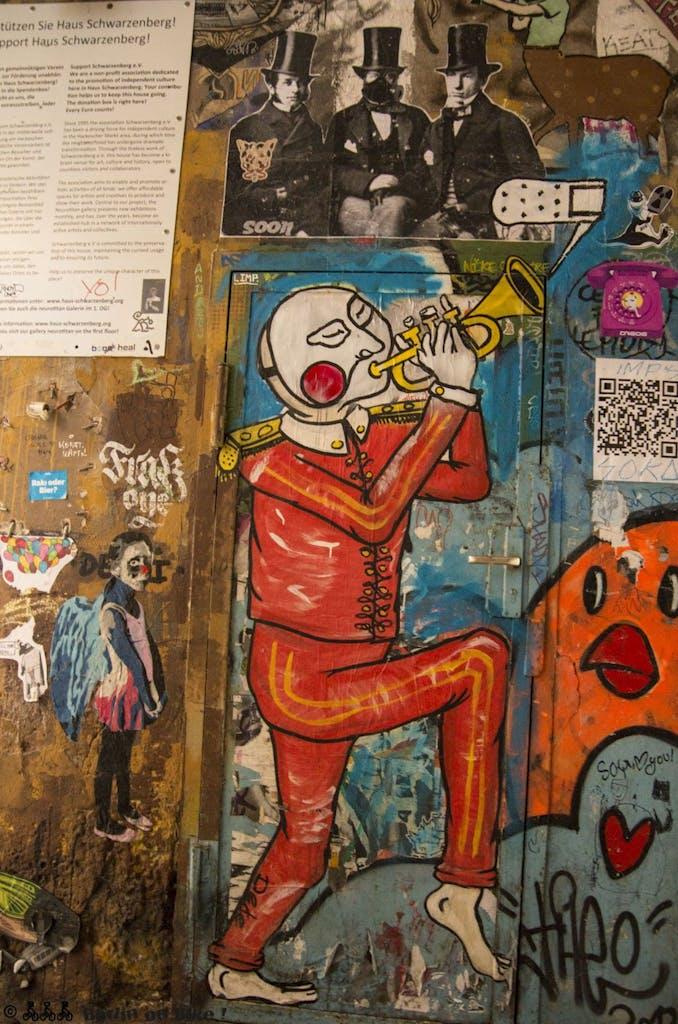 street-art-berlin-haus-schwarzenberg-2015-9162