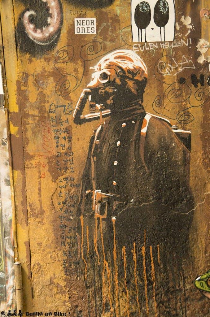 street-art-berlin-haus-schwarzenberg-2015-9163