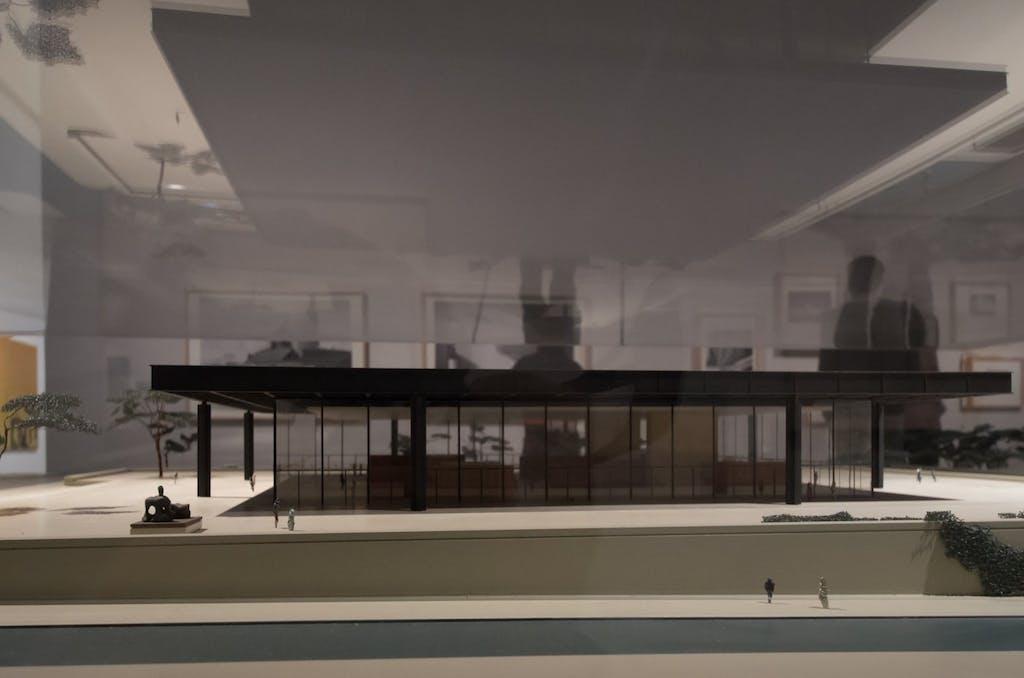 Modell der aktuell zu Renovierungszwecken geschlosssenen Neuen Nationalgalerie im Kulturforum unweit des Potsdamer Platzes.