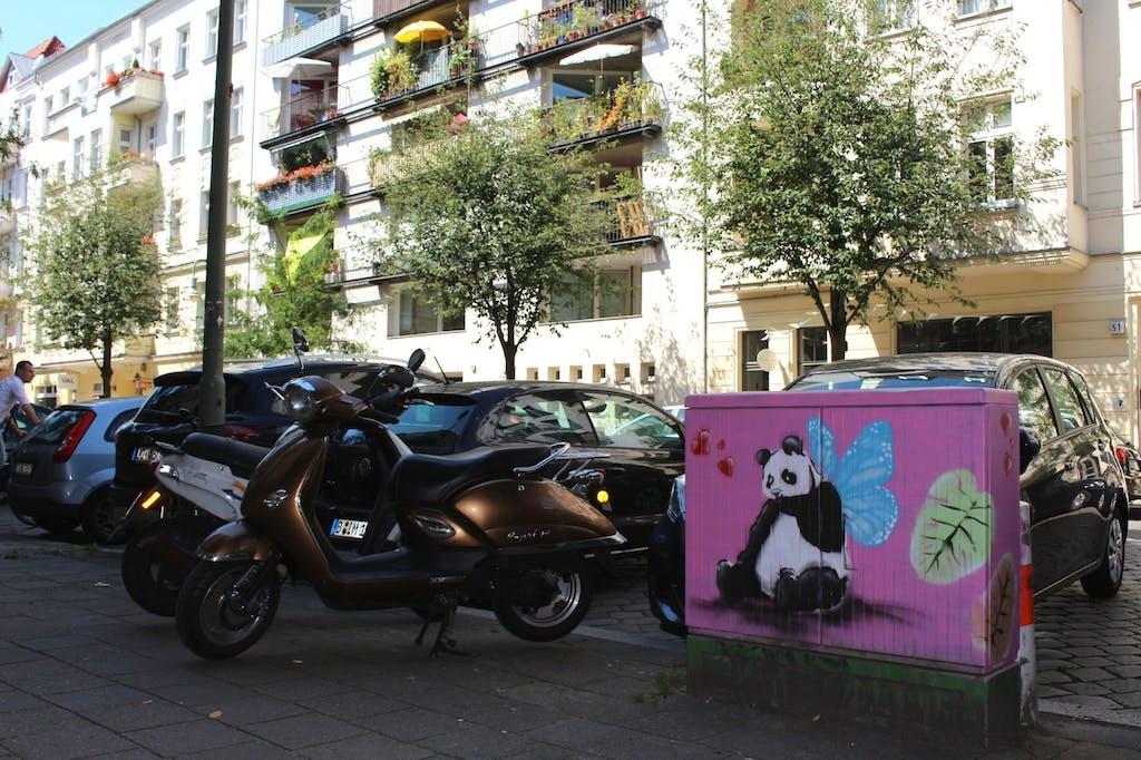 Wer mag schon graue Stromkästen - Lieber verliebte Pandas!