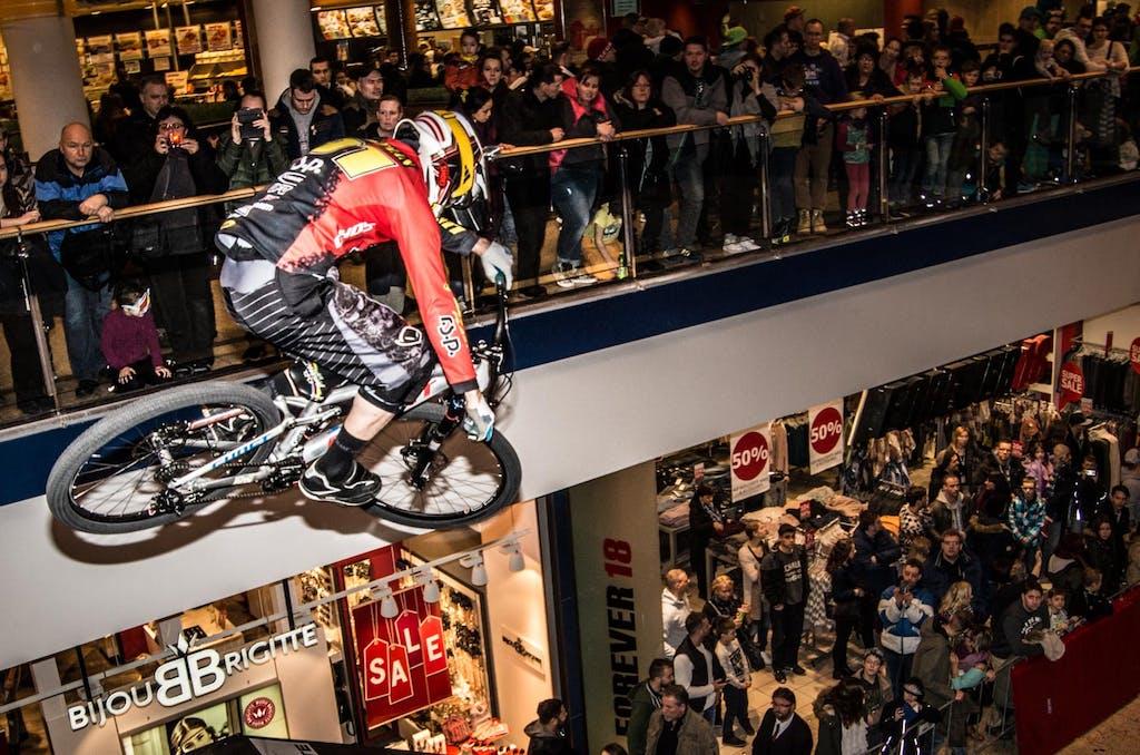 Drop in die Strecke beim Downmall Race in Berlin