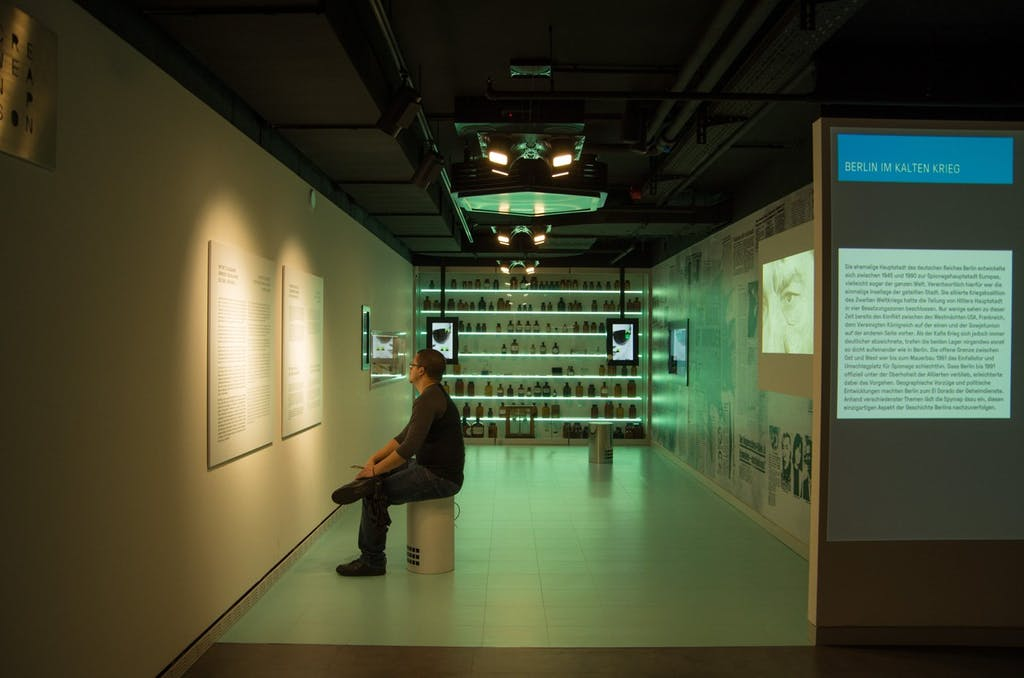 Die Giftküche im Spy Museum Berlin.