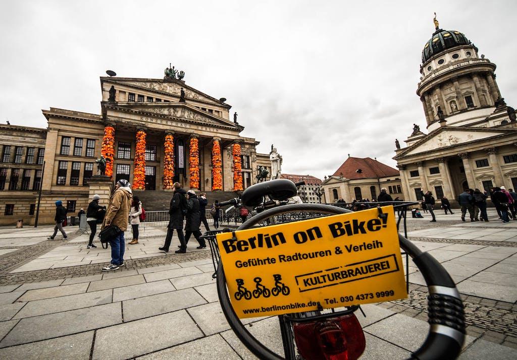 Kurze Radtour zum Gendarmenmarkt um Ai Weiweis jüngste Installation in Berlin zu bewundern.