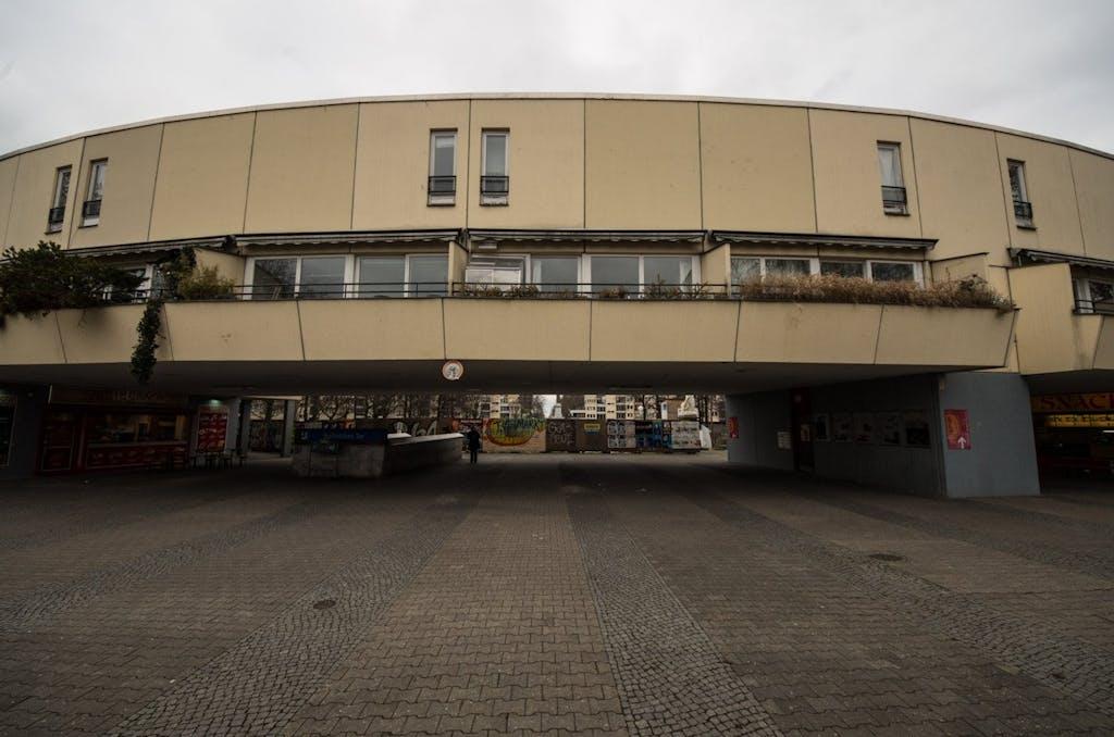 Der Eingang zum Mehringplatz vom Halleschen Tor kommend.