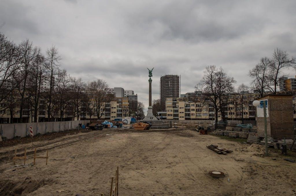 Seit Jahren schon ist der Mehringplatz Bauwüste und keiiner weiß genau was mit ihm passieren soll.