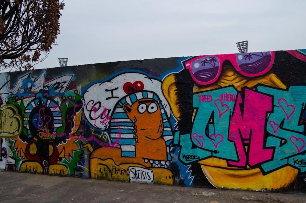 Pharao Skepsis als Streetart im Mauerpark
