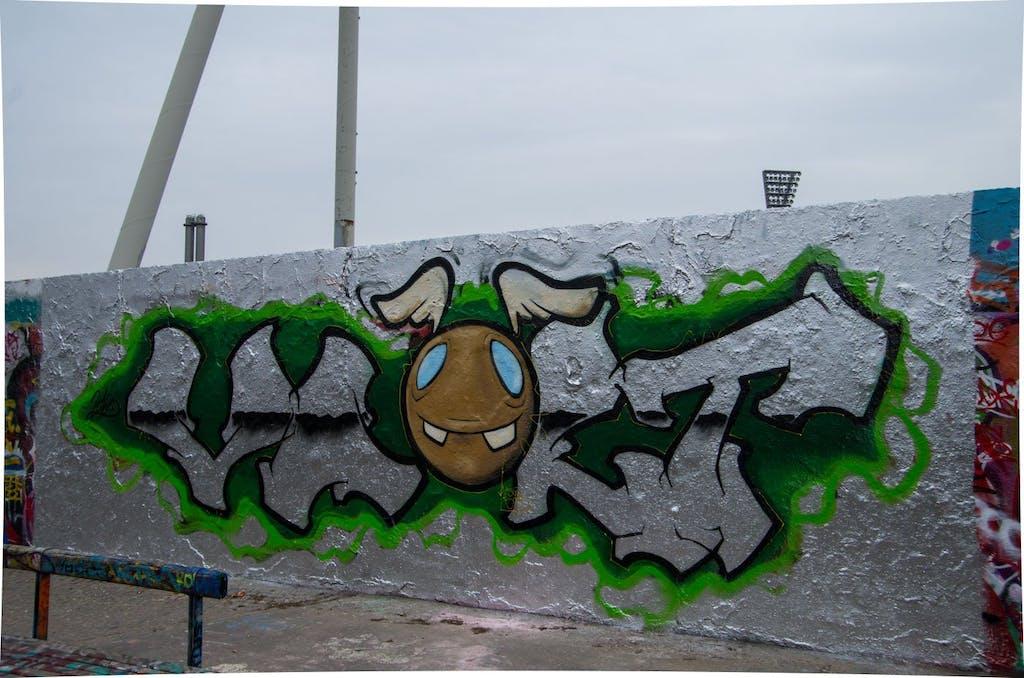 Silber ist bei Berliner Sprayern derzeit groß in Mode. Graffito im Mauerpark.