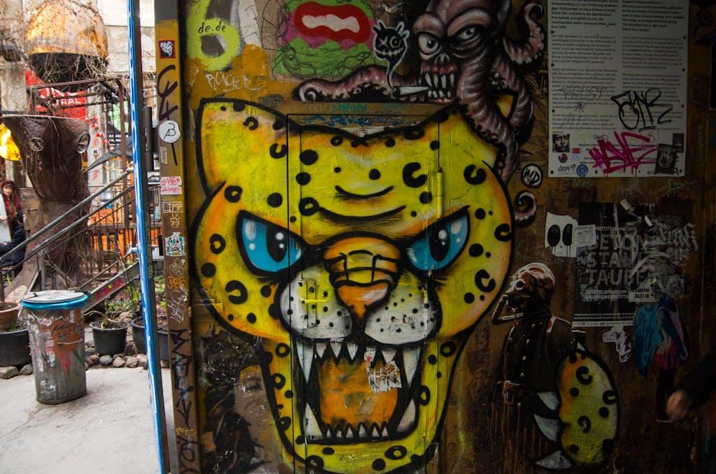 Katzen gehen immer hab ich mir sagen lassen. Leoparden-Graffiti in Berlin