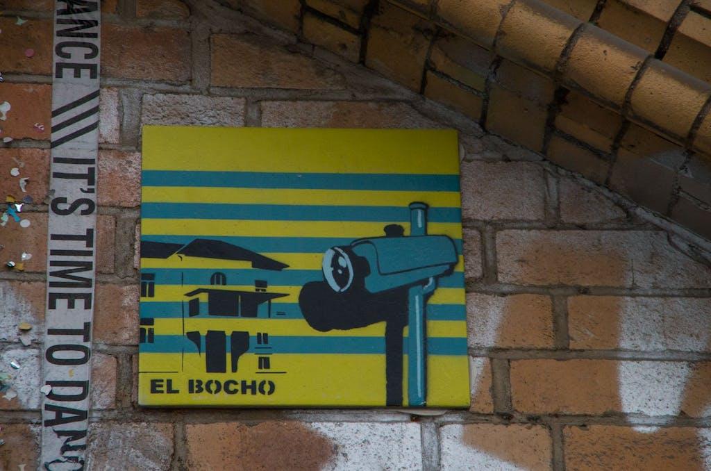 Ganz was Seltenes: eine Kachel von El Bocho. Die Kameras kennt man ja, aber das Material ist neu, für uns zumindest die erste Teil von El Bocho. Streetart aus Mitte