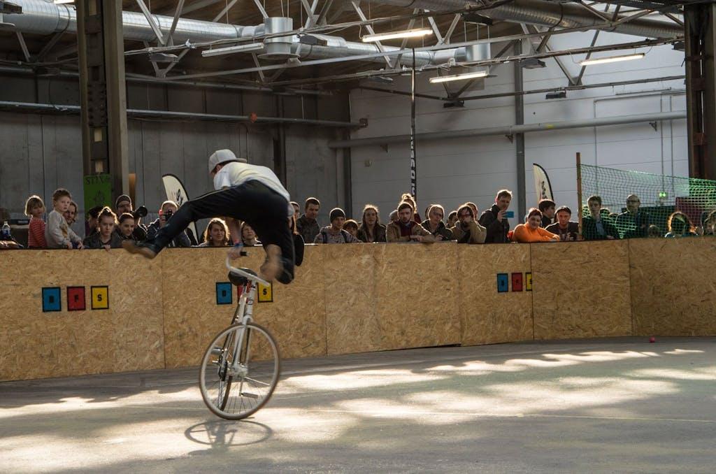 Kunstrad wurde auf der Fahrradschau auch gefahren.