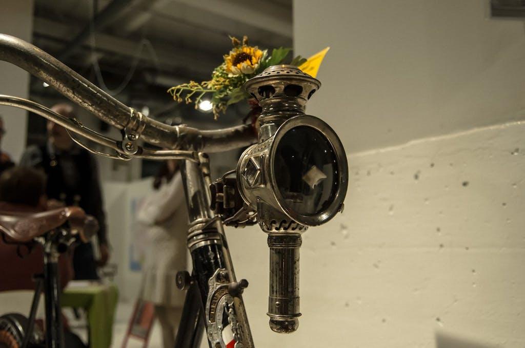 Captain Nemo war Radfahrer. Könnte man zumindest bei dieser wunderschönen Karbidlampe denken, die ein Verein von Freunden alter Fahrräder gezeigt hat.