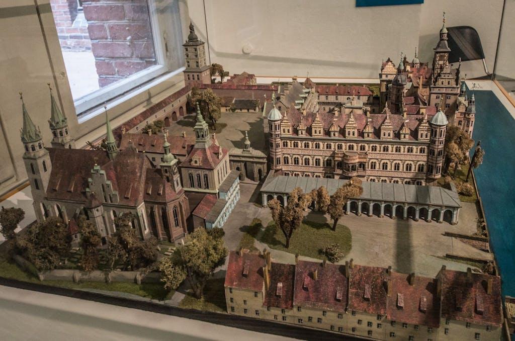 Das Renaissanceschloss vor dem Umbau durch Schlüter, Modell im Märkischen Museum.
