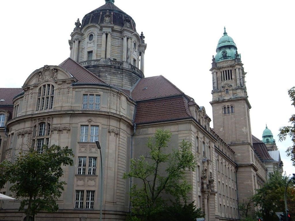 Das Amtsgericht Tiergarten ist ein imposanter Bau und Schauplatz so manchen Krimis.