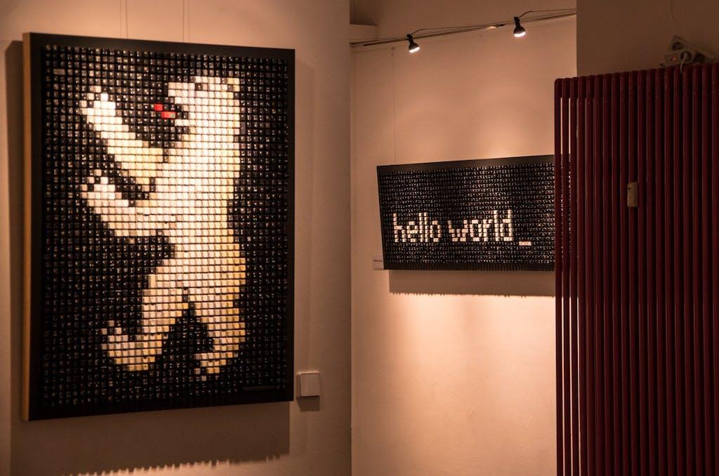 Bilder aus alten Computer-TastaturTasten des Frankfurter Künstlers Peter Schönwandt. Mit über 2.000 € war der Bär leider etwas teuer, aber das würde sich so gut bei uns im Büro machen....