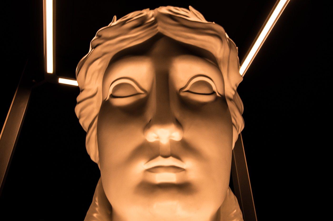 Nachbildung des Kopfes der Quadriga in der Ausstellung The Gate.