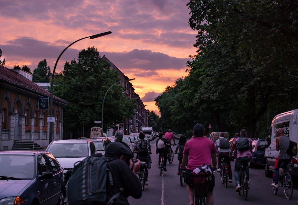 Radeln im Abendrot durch Berlin beim Art Spin 2016