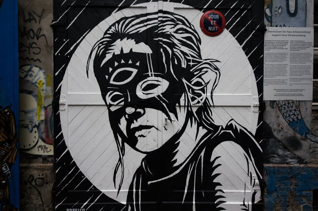 streetart-berlin-haus-schwarzenberg06