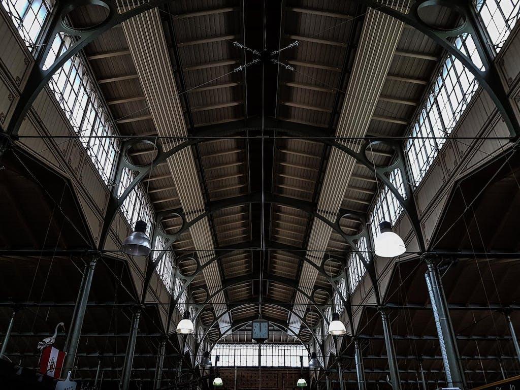 Stahlkonstruktion des Hallendach in der Arminiusmarkthalle.