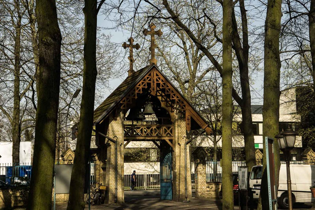Tegel, Eingangstor des russisch-orthodoxen Friedhofs