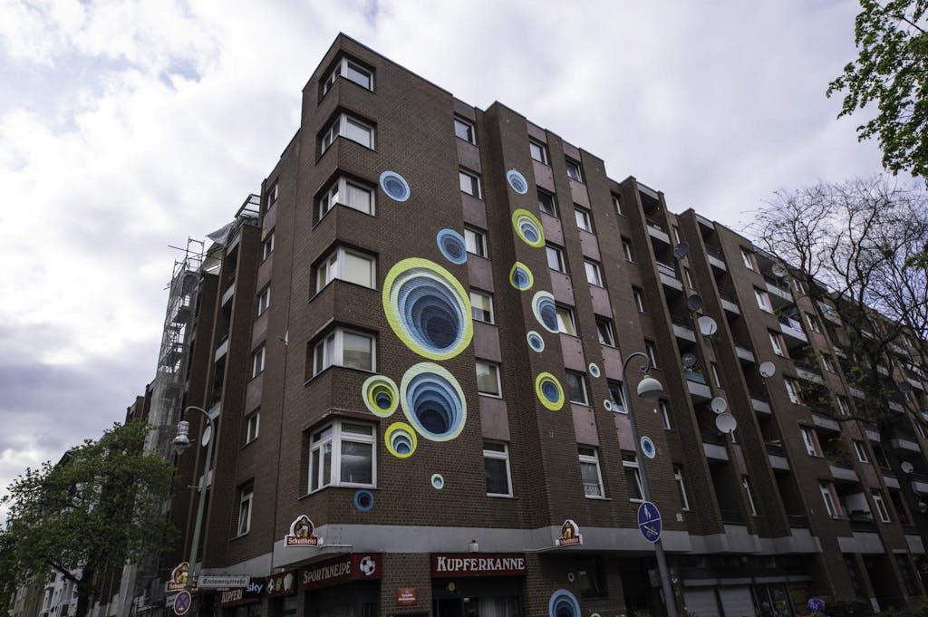 Mural des Künstlers 1010 in Berlin Schöneberg