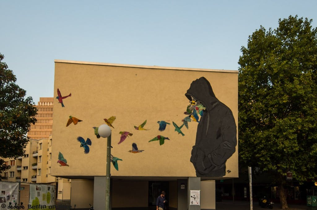 Dieses Mural von Don John am Mehringplatz gehört zu meinen absoluten all-time-favorites. Direkt gegenüber findet sich auch noch ein Shepard Farey (obey)