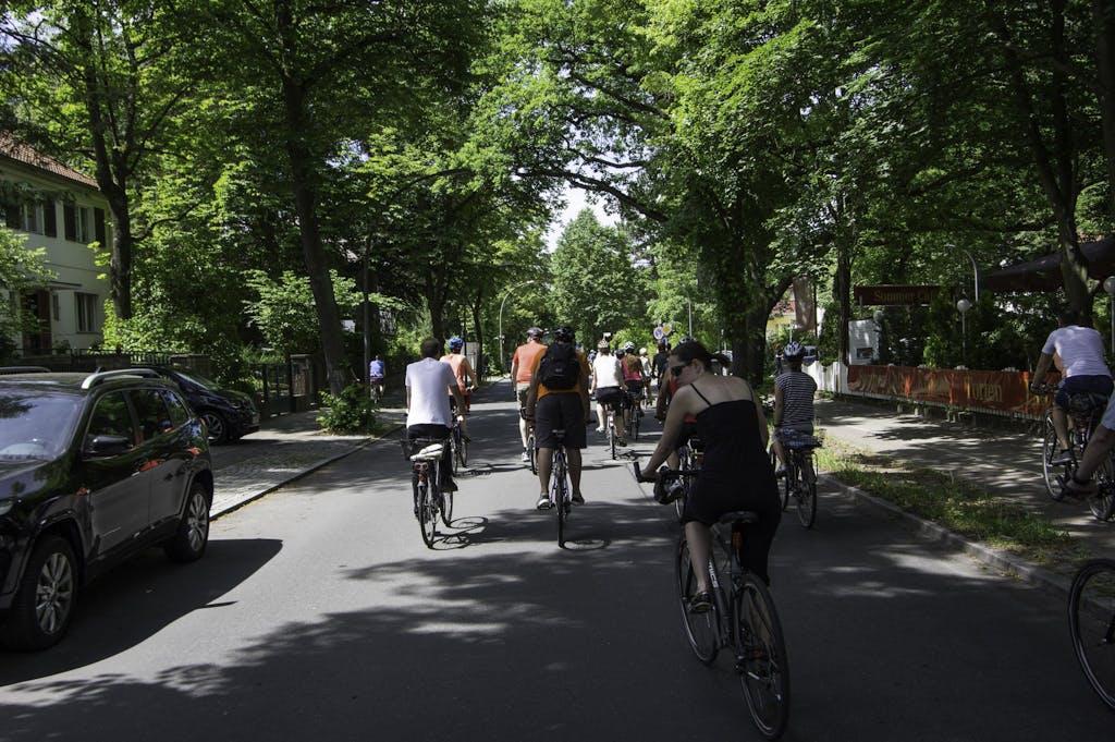 Sternfahrt 2017 auf dem Weg durchs Zehlendorfer Villenviertel.
