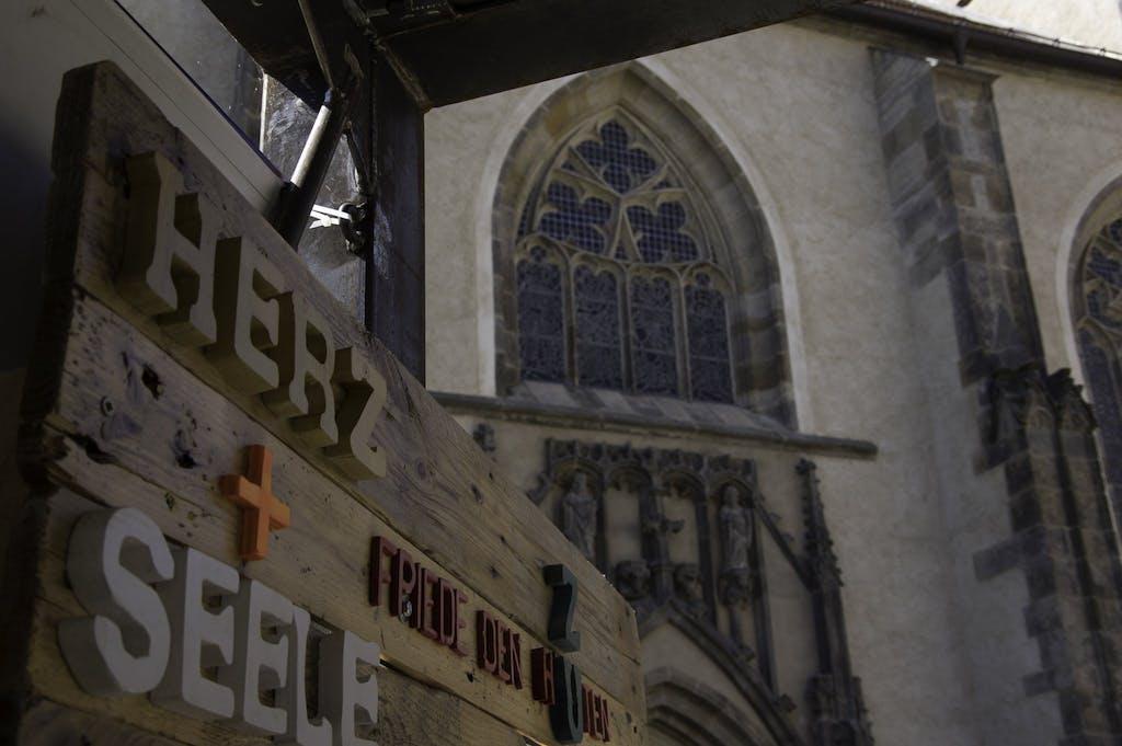 Kunstinstallation; Herz + Seele, der Reformation entkommt man dieser Tage in Wittenberg nicht.