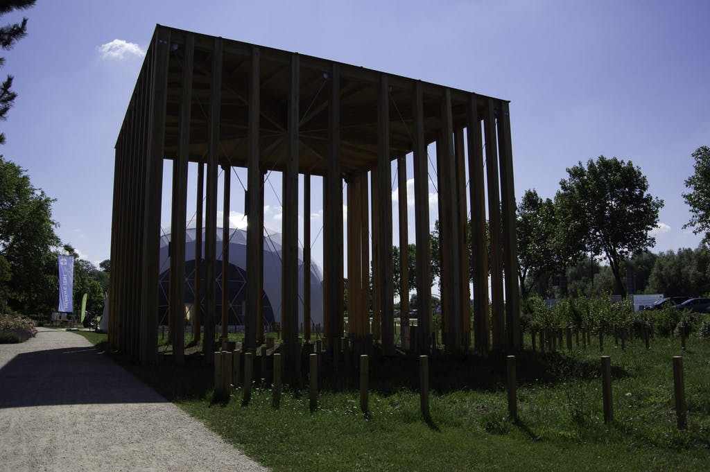 """Pavillion des Berliner """"House of One"""", einem multi-religiösen Begegnungszentrum, das derzeit in Mitte gebaut wird."""
