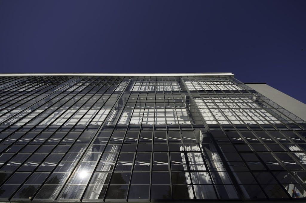 """Ein klares Design und das Motto """"Form follows function"""" bilden das Rückgrat der Bauhaus Bewegung."""