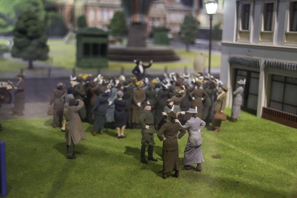 Suffragetten demonstrieren für das Frauenwahlrecht.
