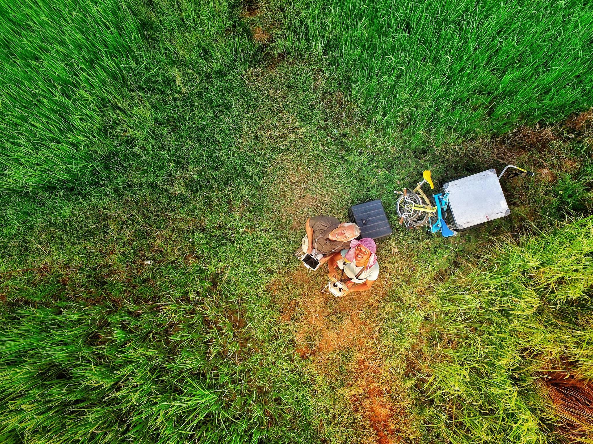 """""""Dronie"""" statt Selfie nennen die beiden Ihre Selbstportraits aus der Luft."""