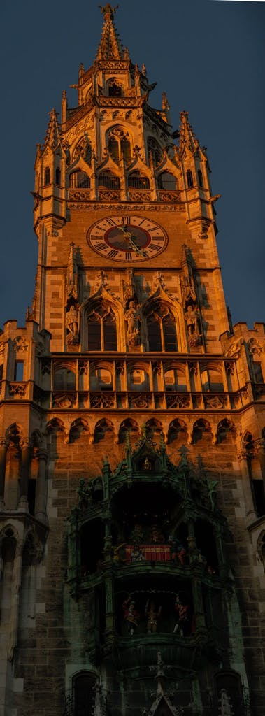 The tower of Munich's neo-gothic townhall in all its evening-sun glory