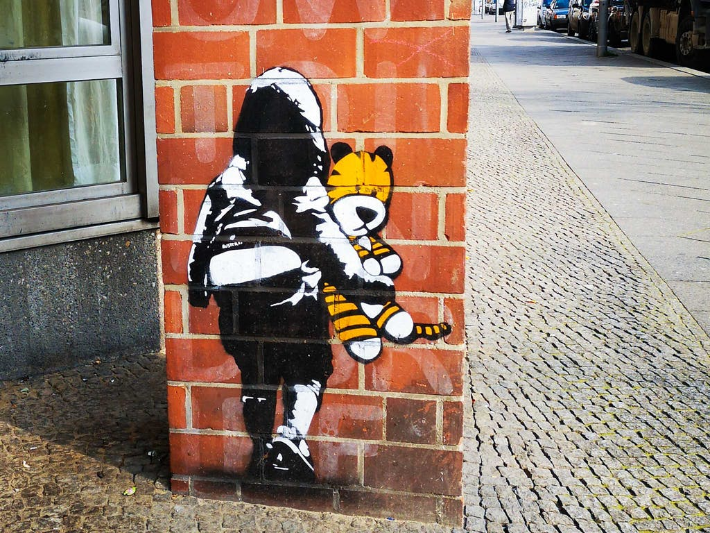 Bustart is extremely versatile and oscillates between very bright comic-style grafitti work involving typography sometimes reminding of Roy Lichtenstein and stencil work like this. Both approaches are held together with the frequent inclusion of pop-culture characters like Tigger in this piece