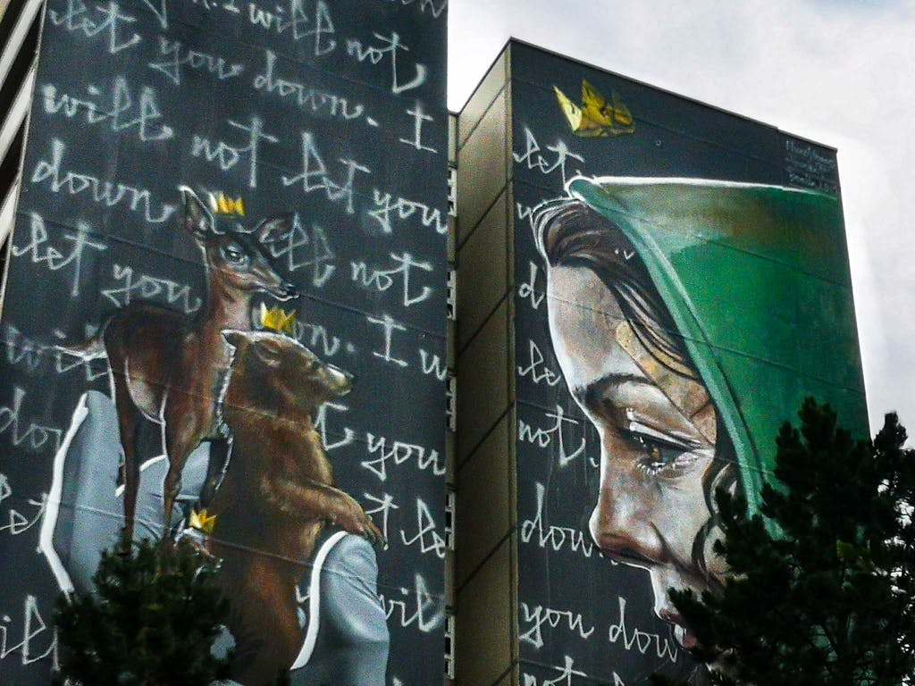 """Detail of the """"real recognizes real""""-mural by Herakut and Nuno Viegas"""