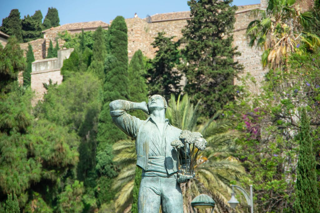 Statue of a flower vendor in front of Alcazaba. I can remember there was a story to it, but the story itself escapes me at the moment.
