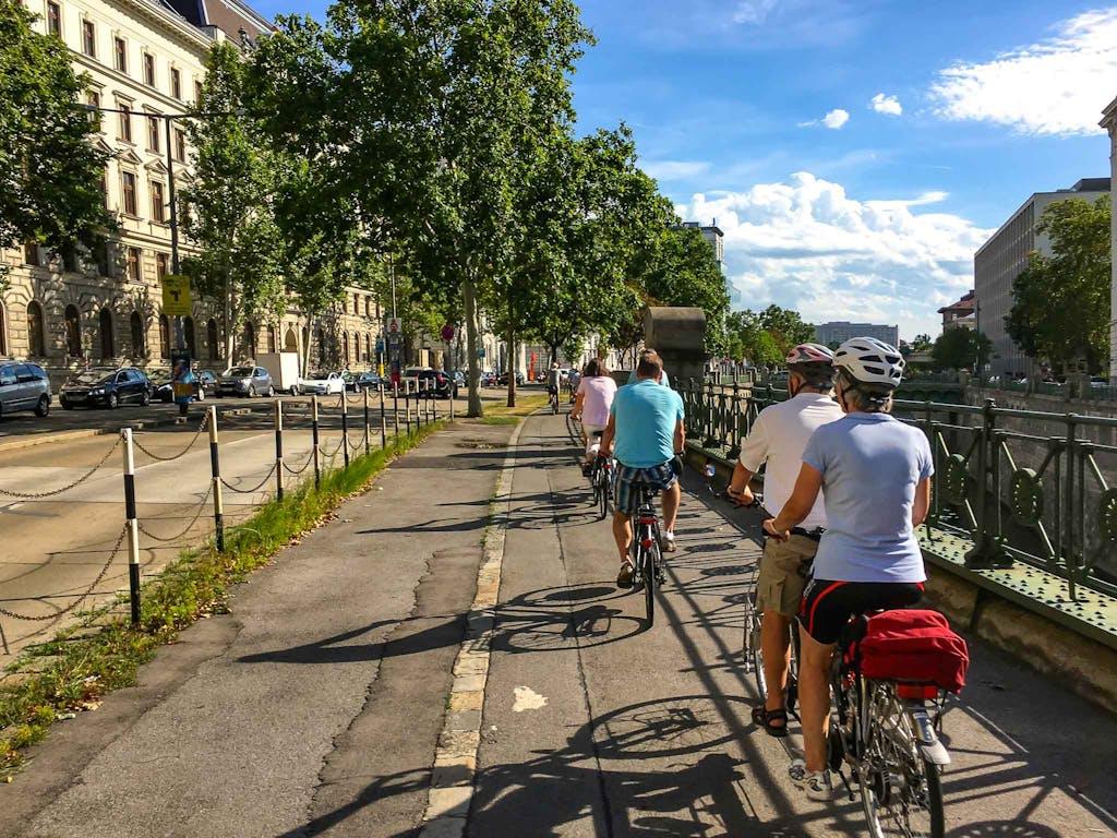 Rad fahren am Wasser ist immer irgendwie besonders schön, natürlich auch am Wiener Donaukanal.
